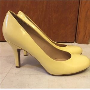 Kelly and Katie like new yellow pumps 9.5